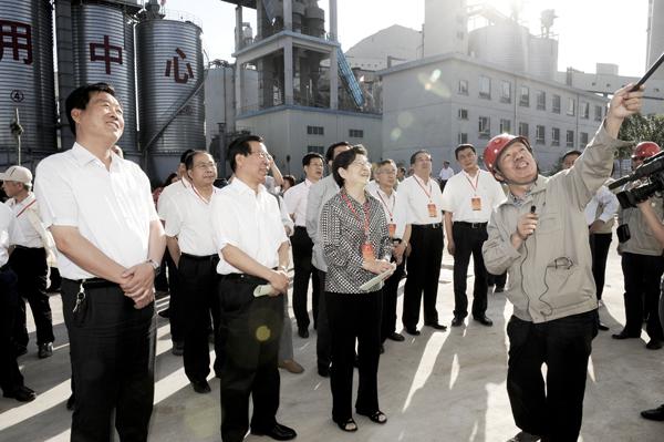 省人民代表大会常務委員会副主任の安煥晓ご一行はわが社循環型経済プロジェクトの視察